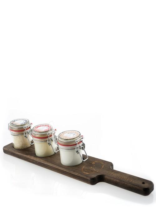 Trio Bougie, Crème corps & mains, Sel de bain à l'érable sur une planche en bois (brune)